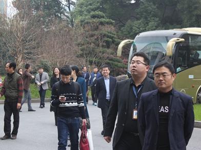 第六届食品装备论坛与会人员实地探访中亚机械